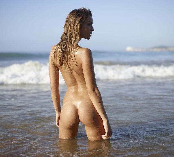 Голые Купаются На Пляже