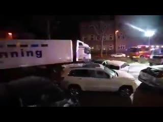 Mohammed, une trentaine dannées, s'est emparé d'un poids lourd pour défoncer plusieurs voitures à un feu rouge