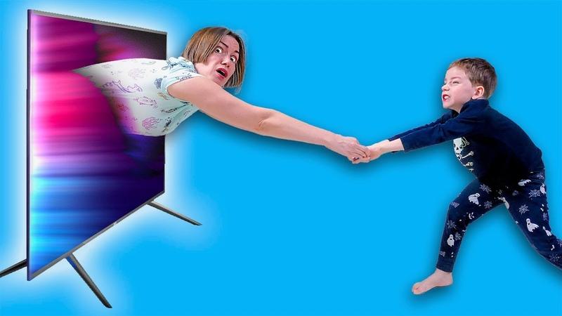 Мама попала в телевизор и дети не знают что делать Луномосик