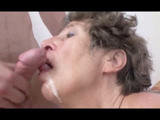 Порно -- ей 68 -- бабушку попросил пососать -- gilf porn granny sex <><><>
