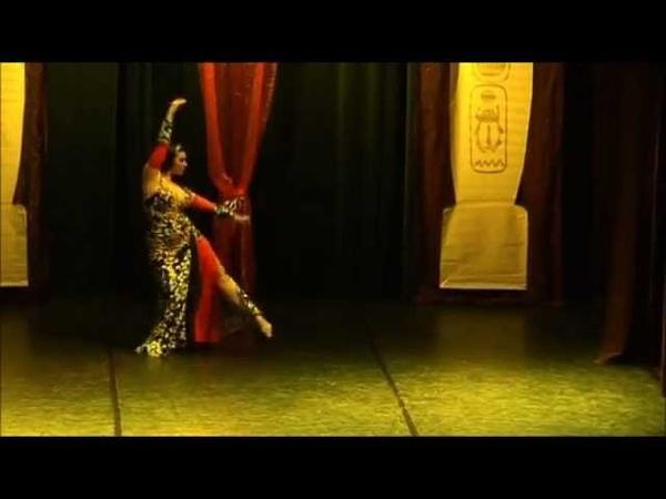 Katerina Shereen dancing to Sirt el Hob