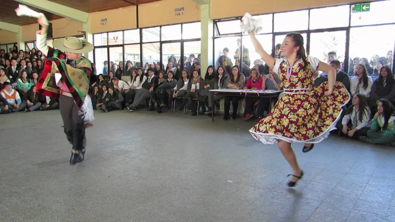 Pareja ganadora del Campeonato Comunal Escolar de cueca 2016, Enseñanza Básica, Los Ángeles