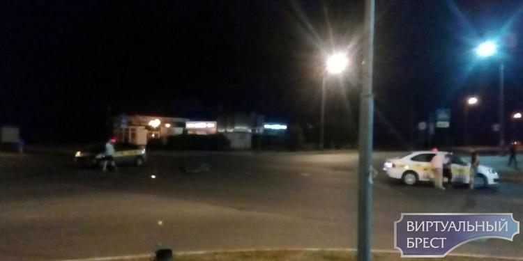 Ночью в Бресте на пустом перекрёстке столкнулись два автомобиля такси