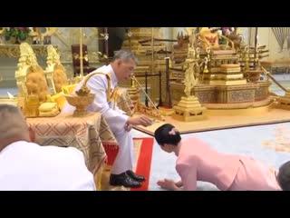 Король Таиланда женился на своём телохранителе