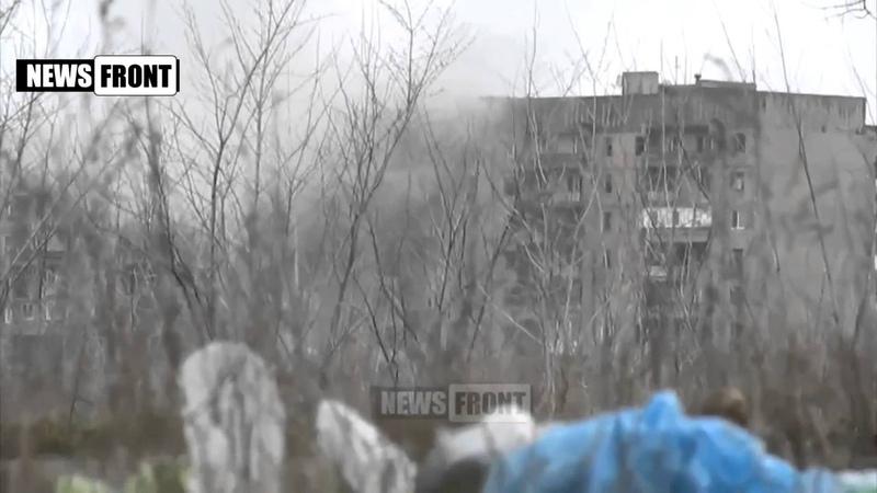 Uglegorsk Танк сепаров воюет с жилым домом_news,Debaltsevo,Дебальцево,Lugansk,Donetsk