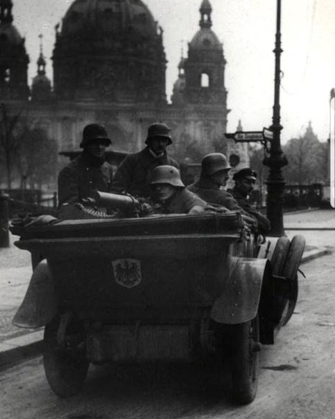"""""""Тачанка"""" в стиле Ноябрьской революции в Германии 1918 года."""
