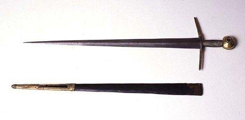 Довмонтов меч Одной из главных псковских реликвий является Довмонтов меч XIII века. Довмонт стал величайших князем в истории Пскова и правил с 1266 по 1299 гг. При нем Псков не только обрел