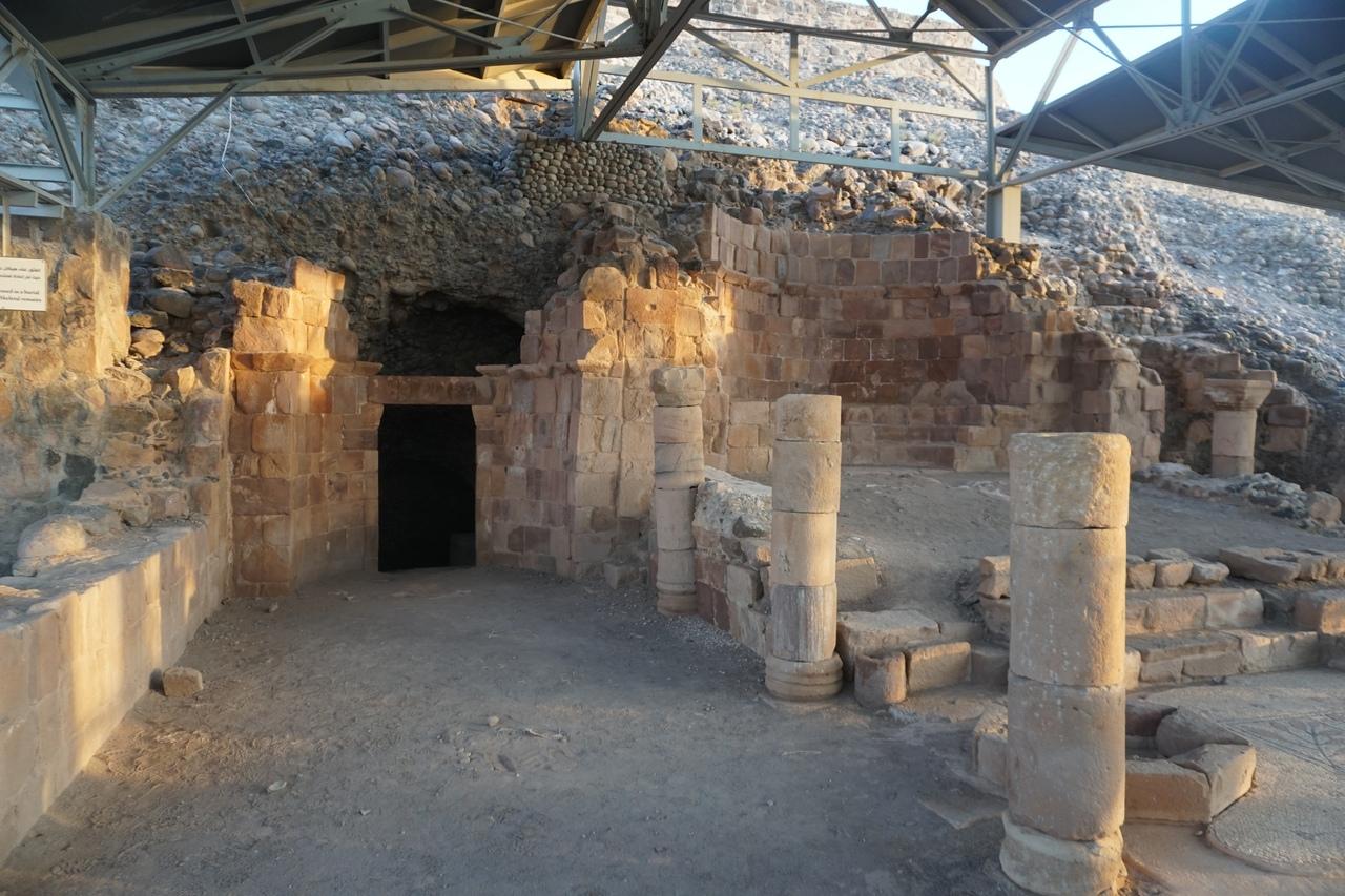 Пещера библейского Лота в Иордании
