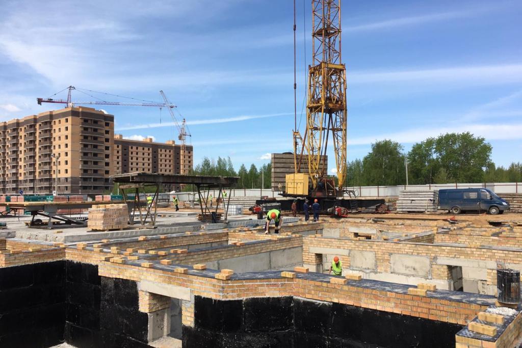 В поселке Сокол в Ярославле продолжается строительство проблемного жилого дома ООО «Кладезь»