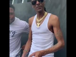 Snoop smoke w security