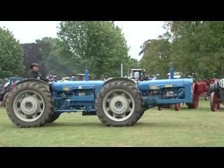 Выставка старинных тракторов