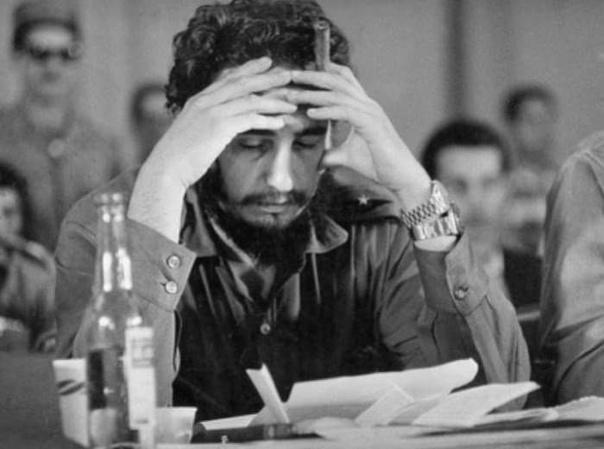 Фидель Кастро имел привычку носить на руке сразу двое часов Rolex.