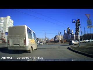 Маршрутка т873ср55 проезд по встречке на красный, Омск