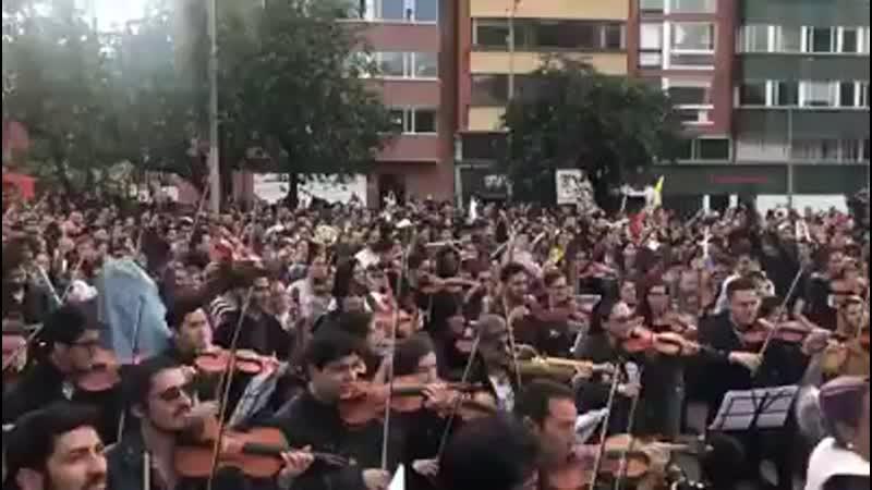 COLOMBIA TIERRA QUERIDA Cacerolazo sinfónico Que viva el paro carajo mp4