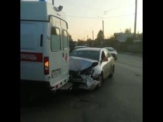 Скорая помощь и такси столкнулись в Иванове.