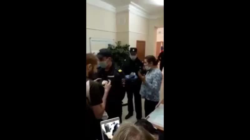 В Санкт Петербурге полицейские сломали р м участке 360p mp4
