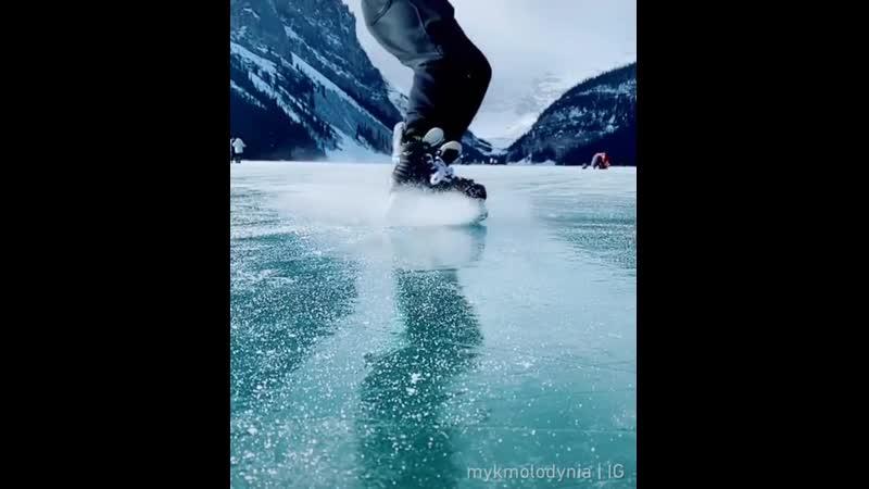 Подтвержденный Winter beauty⠀ 📹@mykmolodynia⠀ ⠀ iceskate LakeLouise winter 9gag