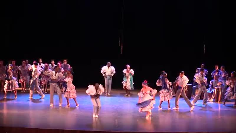 от Conjunto Folklórico Nacional de Cuba национальный фольклорный ансамбль