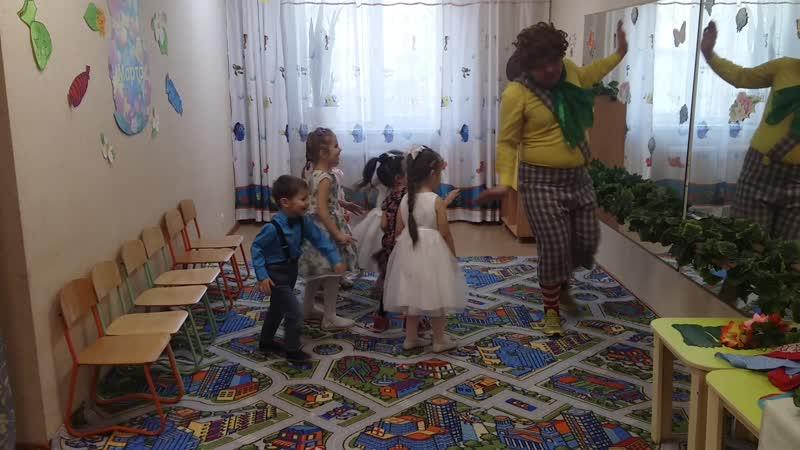 Карлсон в гостях у ребятишек на утреннике к 8 марта в средней группы садика АБВГДейка март 20201 5