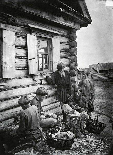 Ложкарное производство в деревне Деяново.