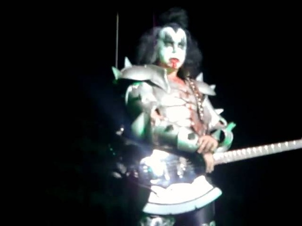 KISS BRISBANE 2008 'GENE FAILS GOD OF THUNDER'