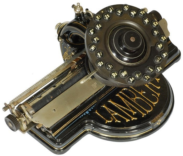 Lambert 1 (производства Lambert Typewriter Co.). Нью-Йорк, 1902 год. Разработка этой пишущей машинки заняла у французского иммигранта Фрэнка Ламберта семнадцать