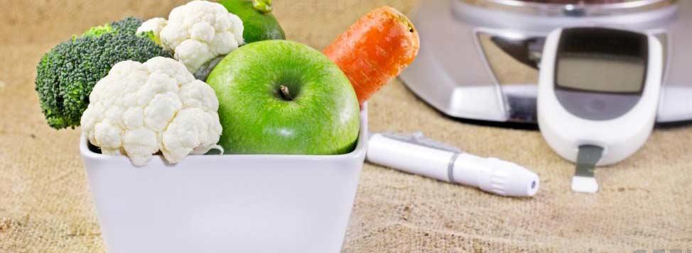 Диета большинства диабетиков должна состоять из необработанных продуктов, хотя случайный заменитель сахара подходит для большинства людей.