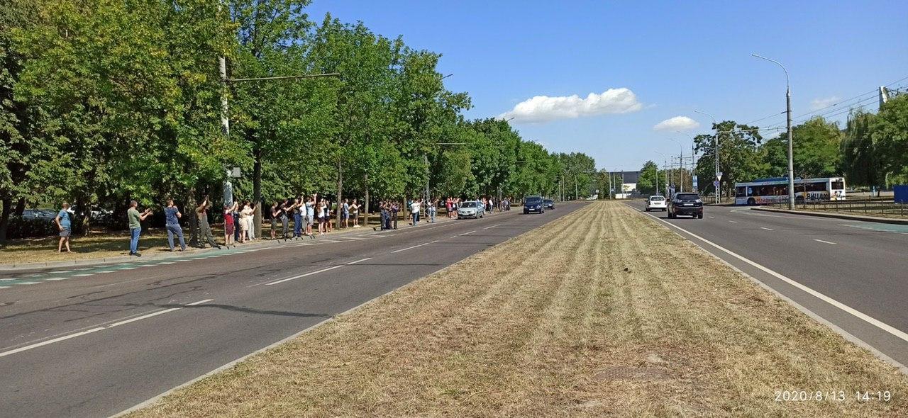 """Кобринский мост и Я.Купалы в Бресте тоже были в """"цепях"""" солидарности"""