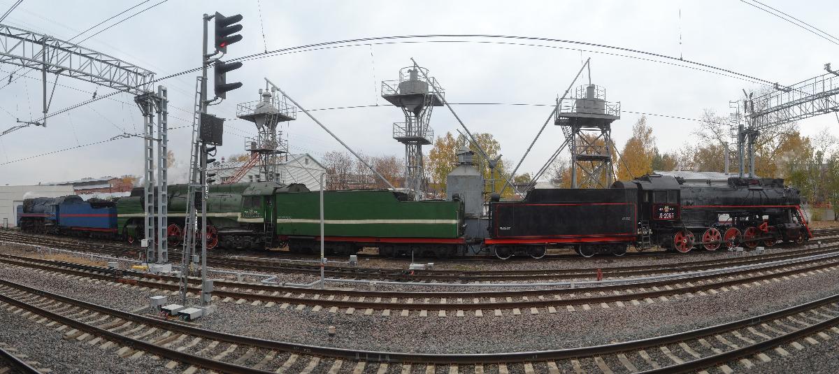 В Коптево уже несколько дней стоят под парами красавцы-паровозы