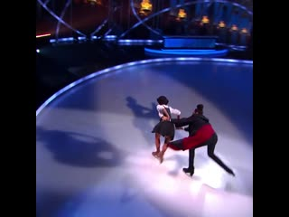 Perri and Vanessa from Dancing on ice skate to Hedwig's Theme