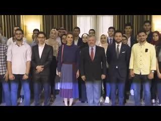 Король Абдалла II, Королева Рания и Наследный принц Хусейн встретились с учениками Tawjihi: