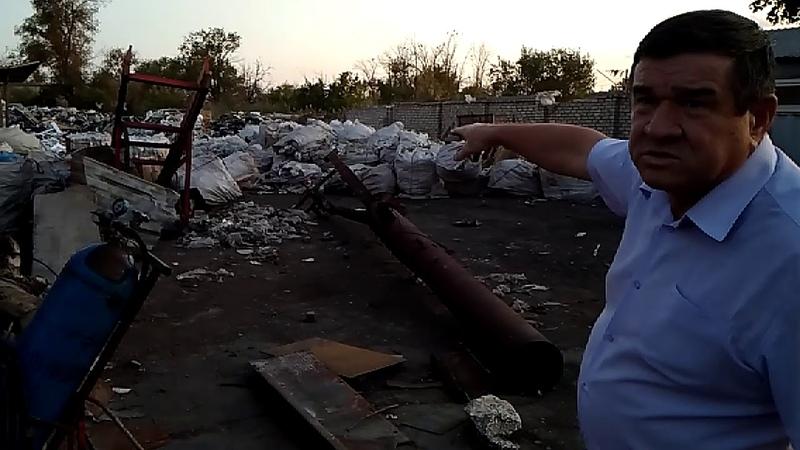 В Астрахани обнаружил огромную печь из которой исходит едкий дым