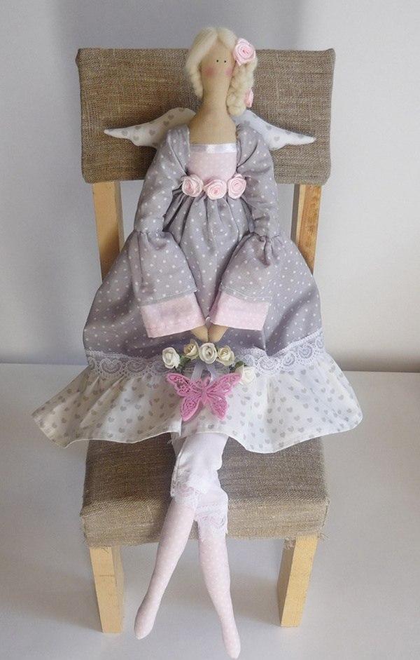 Занятия по изготовлению кукол Тильда проводятся для участников проекта «Московское долголетие» из Некрасовки