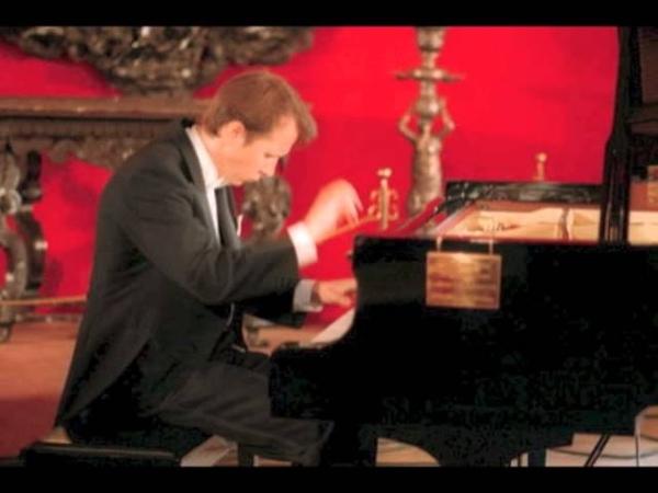 Mikhail Pletnev plays Moszkowski Etincelles op. 36 no. 6 - live 1982