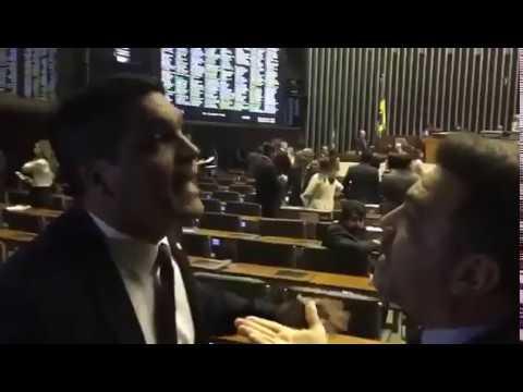 URGENTE - Cabo Daciolo e Marco Feliciano brigam na Câmara dos Deputados