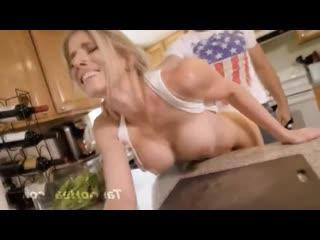 Пьяный отец жестко ебет мать на кухне порно инцест секс