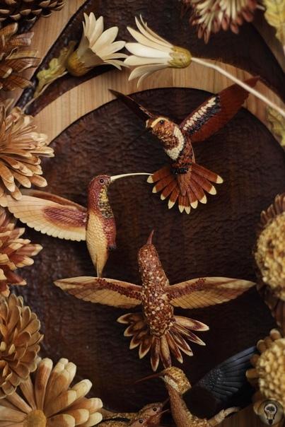 Николай Гаврись мастер резьбы по дереву, живет и работает в Крыму в уникальной технике «по торцу» Мастер создает объёмную цветную деревянную резьбу без помощи красок. Как-то, трудясь на торговой