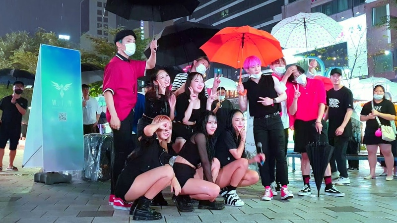 HOT💥 DIANA WIT GUEST IDOL A C E HONGDAE STREET UNEXPECTED BUSKING IN THE RAIN