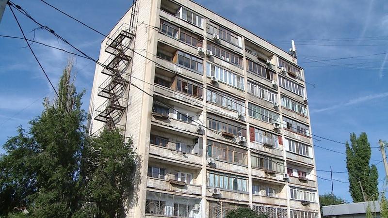Ни капли многоэтажка в Волгограде вторую неделю остается без воды