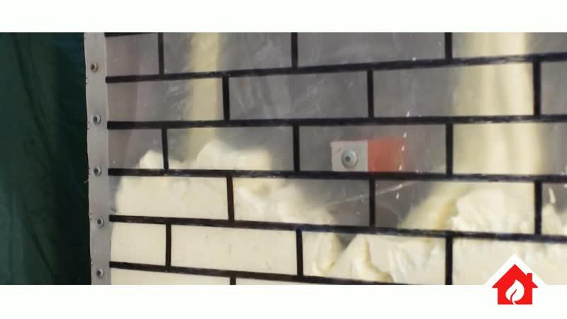 Утепление кирпичных домов методом заливки пенополиуретана в пустоты за облицовку.
