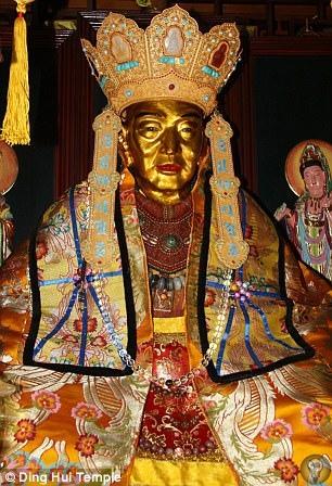 У тысячелетней мумии буддийского монаха мозг и скелет сохранились в идеальном состоянии У мумифицированного тела буддийского монаха, которому уже тысяча лет, все еще целы кости и мозг. Это