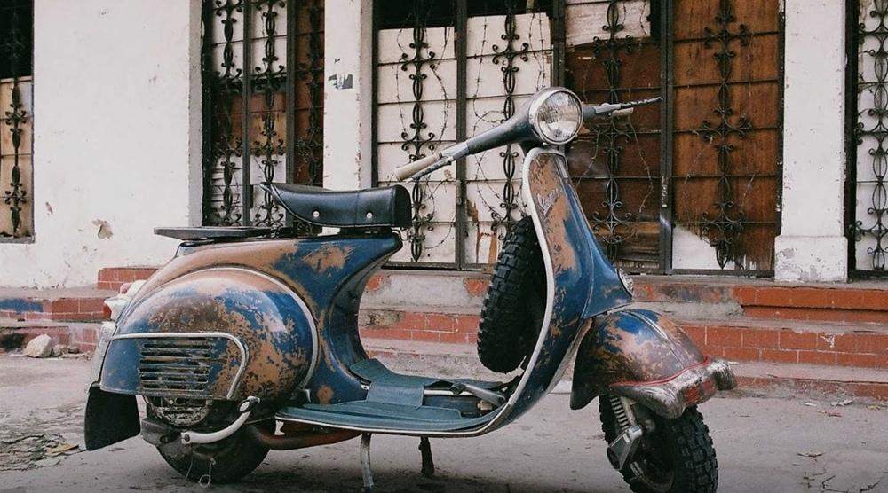 Старые скутеры Vespa вскоре запретят в родном городе производителя