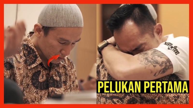 Pelukan Sang Kakak Yang Dinanti 35 Tahun Lalu Ustadz Felix Siauw