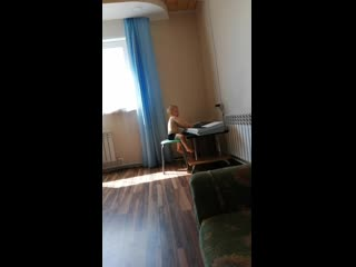 Юный пианист))