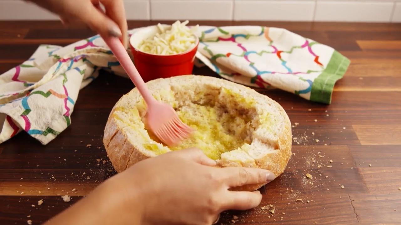 сырное фондю в хлебе