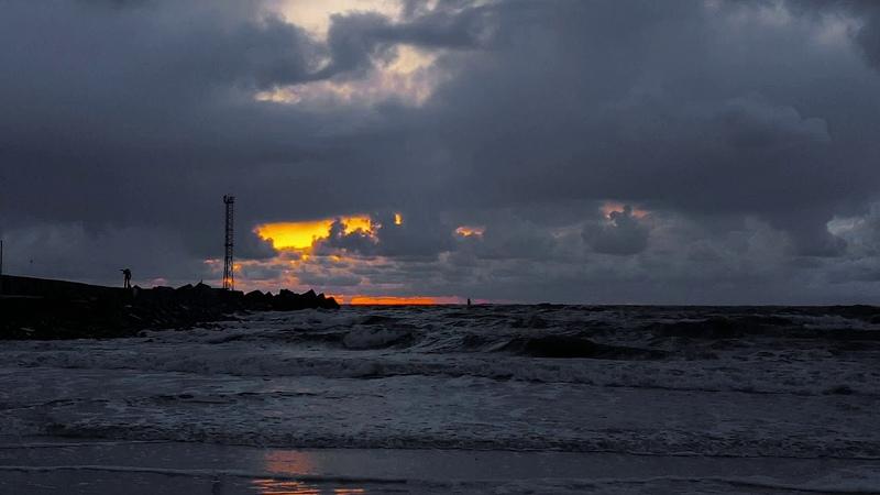 Lietingas saulėlydis prie molo loveklaipeda