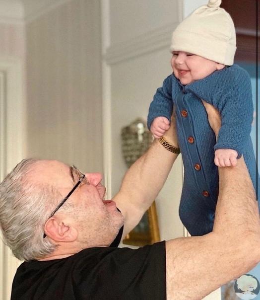 75-летний Евгений Петросян впервые показал сына от Татьяны Брухуновой