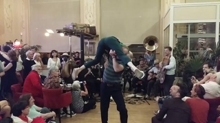 Tuba Skinny au Casino de Châtel-Guyon - Dusting the frets - 6/20