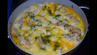Рыба тушеная с овощами в сметанном соусе.