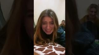 """""""Американец, спаси меня!"""" Дарья Петрожицкая не смогла встать из-за котика на попе"""